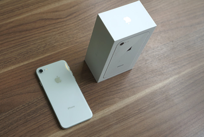 iPhone 8 xach tay giam gia tai Viet Nam hinh anh 1